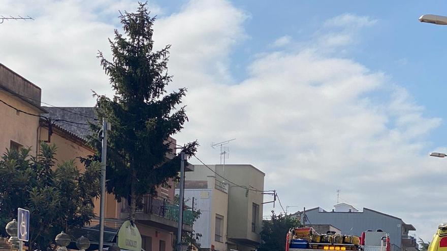 Evacuat amb helicòpter després d'explotar-li una bateria a Figueres