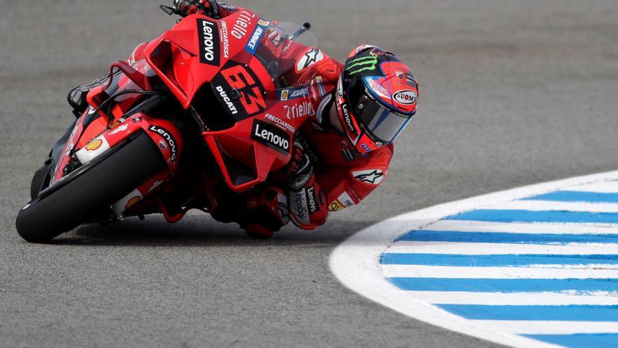 Bagnaia manda en los libres en Jerez y Marc Márquez termina fuera del 'Top 10'