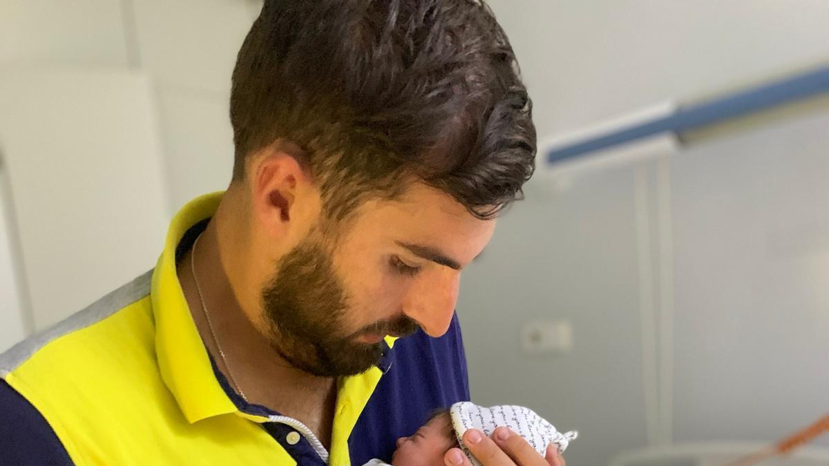 Antelo da la bienvenida a su hija recién nacida