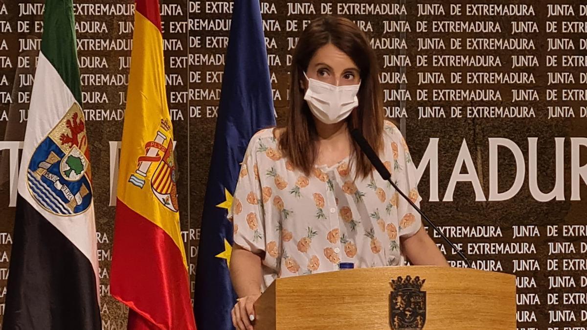 La consejera de Cultura, Nuria Flores, en una rueda de prensa.