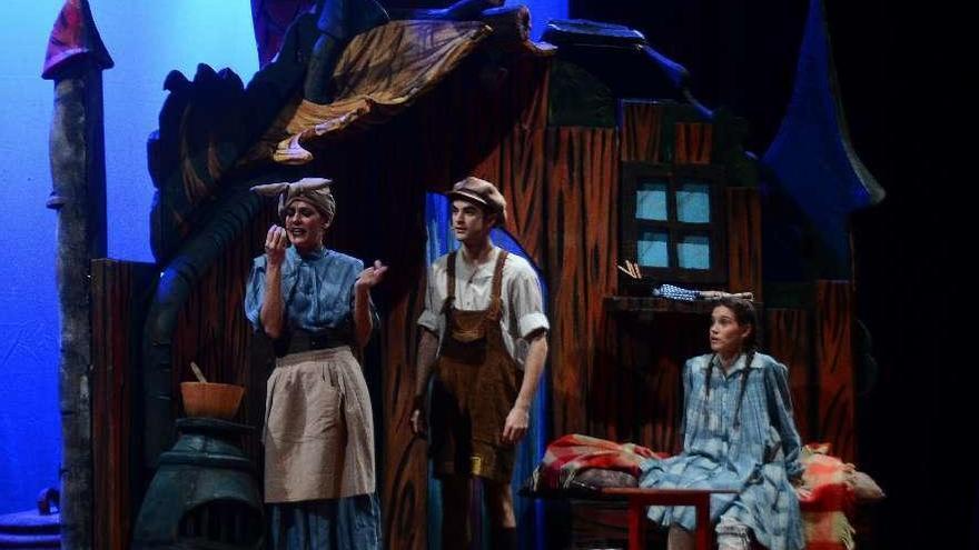 Hansel y Gretel cantan para los pequeños en Cangas