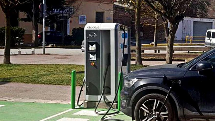Els usuaris de vehicle elèctric fan 467 càrregues en sis mesos al punt de Calaf