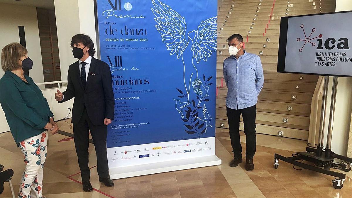 Margarita Muñoz Zielinski, José Ramón Palazón y Carlos Grávalos durante la presentación.   CARM