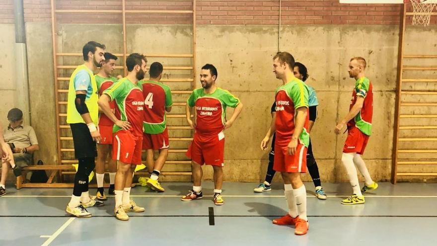 Los jugadores del InterSala Zamora en un partido en Valladolid