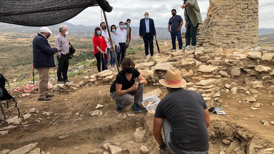 El Cabezo de San Pedro de Oliete descubre sus murallas