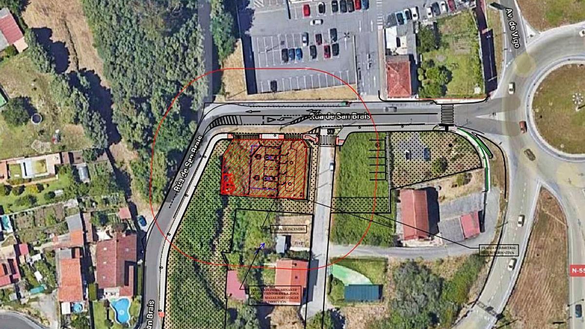 La parcela, sombreada en rojo, donde se proyecto la gasolinera.     // FDV
