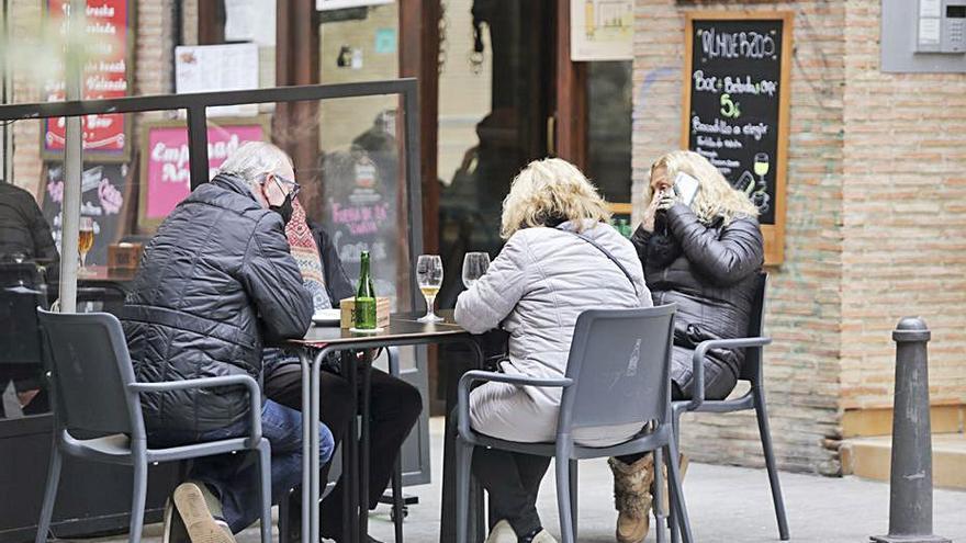La Generalitat prevé ampliar los horarios de bares y restaurantes en unos días