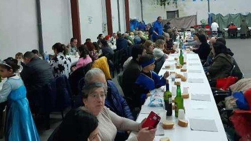 Cena de disfraces en San Justo (Villaviciosa)