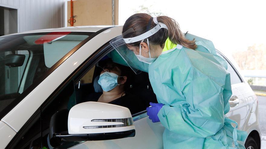 Los positivos de coronavirus en Galicia bajan ligeramente: 329 en 24 horas