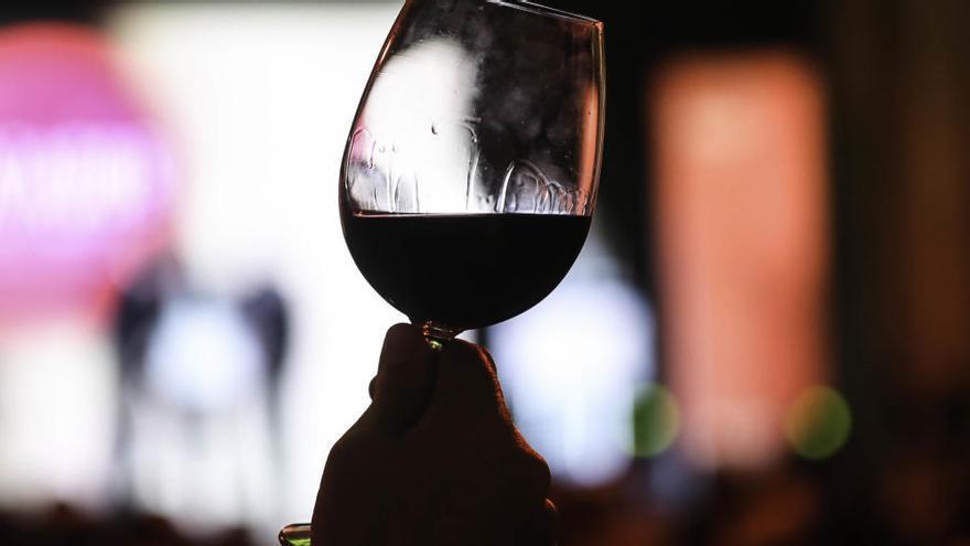 Diez vinos de calidad y por menos de 15 euros con los que quedar en una cena como si fueras un experto