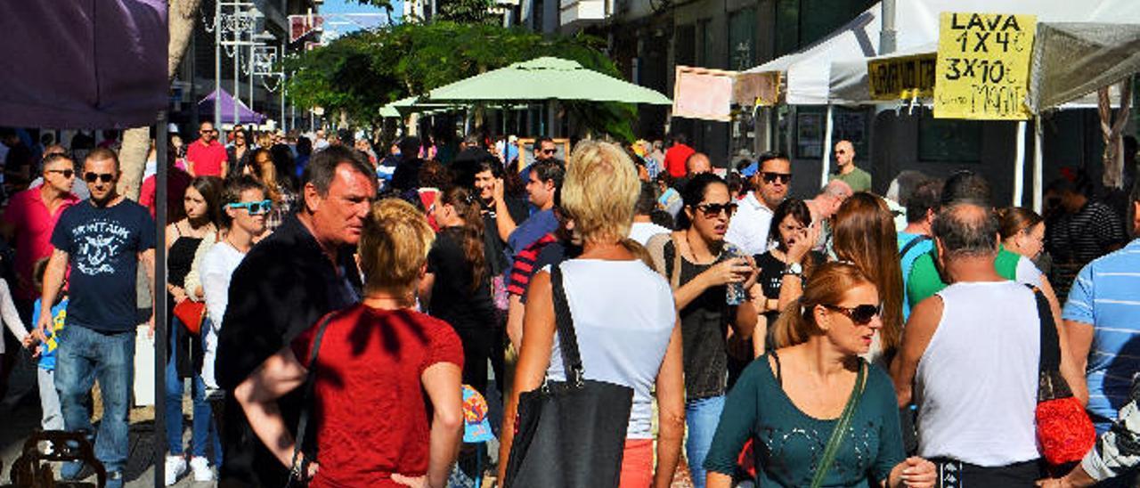 Lanzarote llega a los 200.000 habitantes por el aumento de residentes y turistas