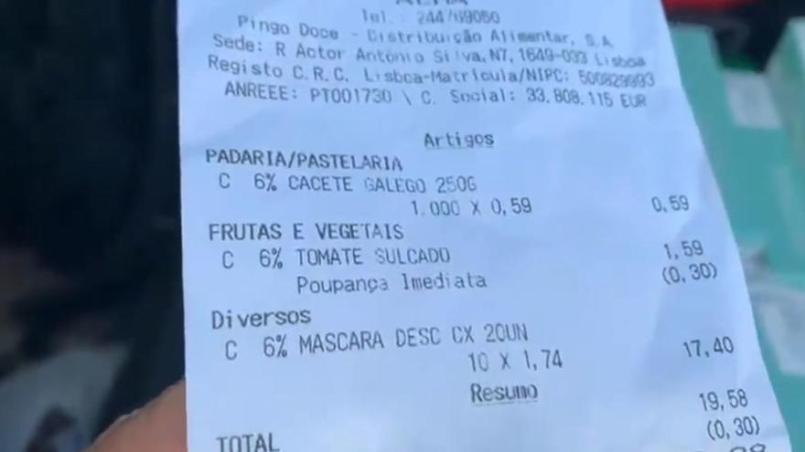 Un español se viraliza al comprar 20 mascarillas por 1,74 euros en Portugal