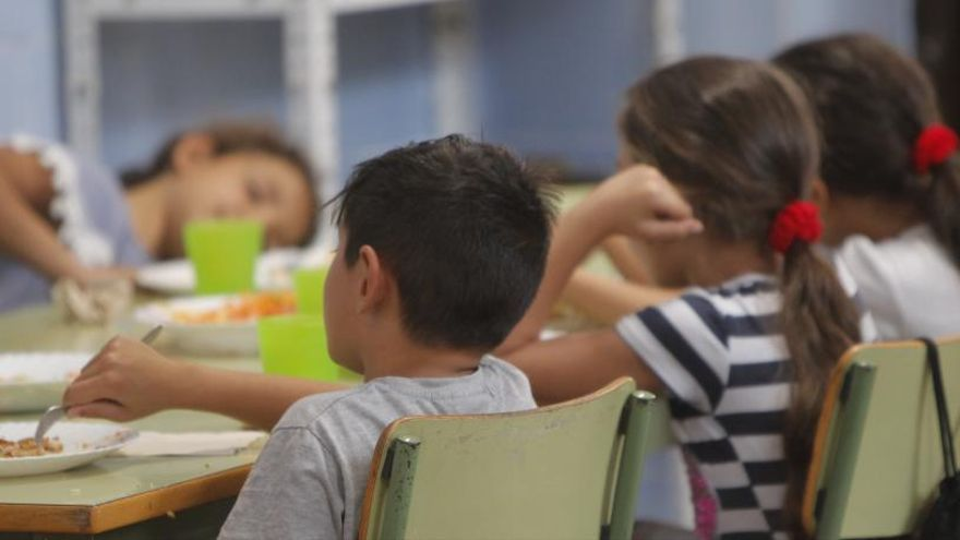 El Gobierno aumenta el 50% las ayudas para comedor y ocio infantil en verano