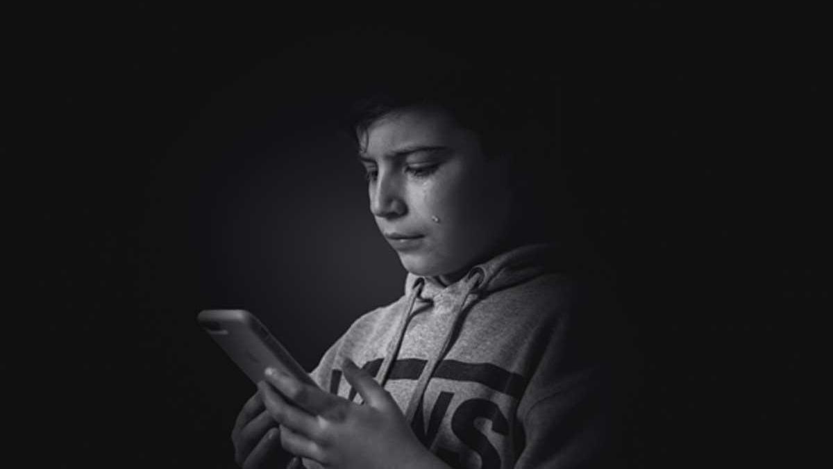 El bullying sale del aula y se traslada al móvil.