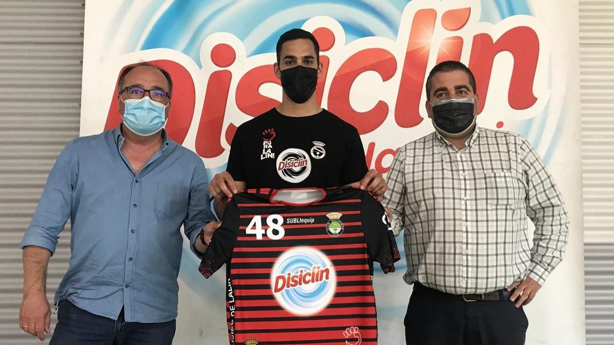 Mario López, presidente, Pablo Cacheda, entrenador, y Javier Ramos, gerente de Disiclín.