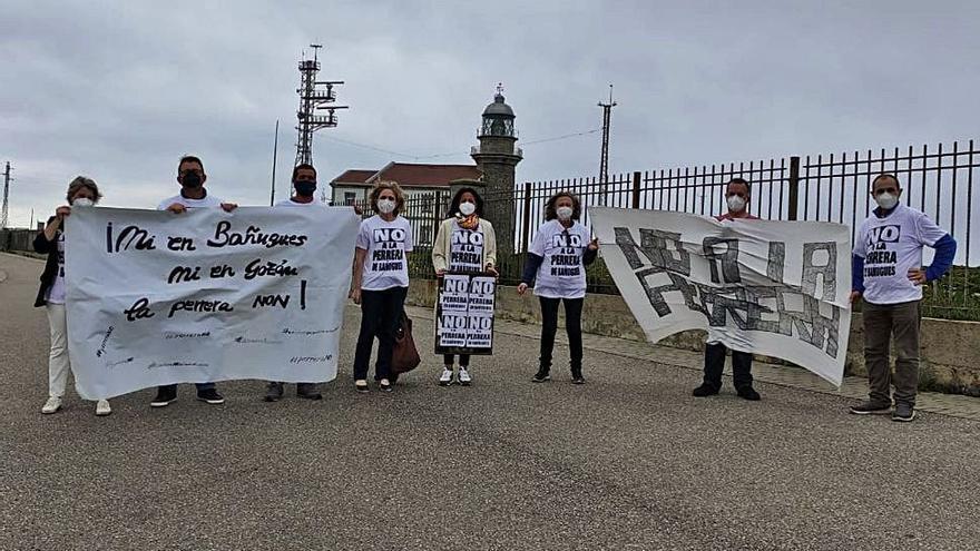 Los vecinos de Bañugues llevan a Peñas su protesta contra la perrera