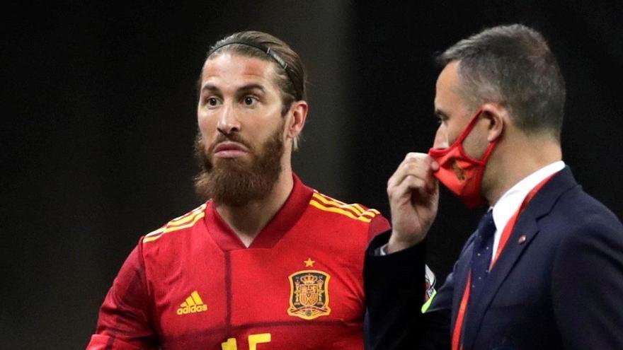 Sergio Ramos se perderá el 'Clásico' y la eliminatoria ante el Liverpool por una lesión en el gemelo