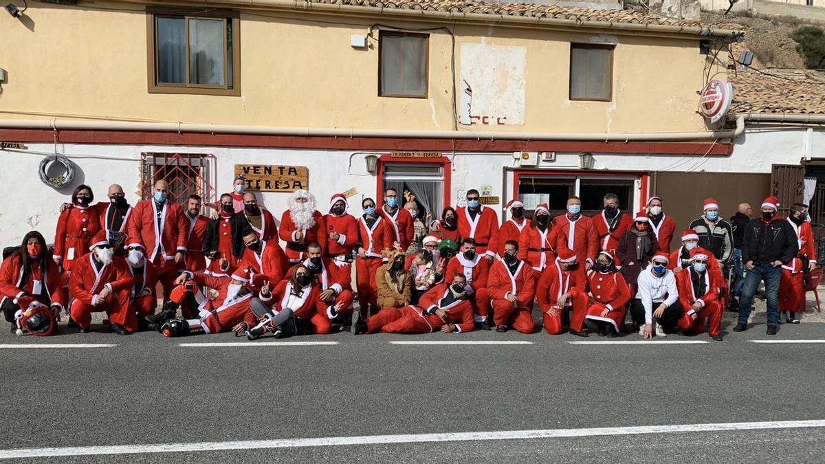 Los moteros del Club Ducati vestidos de Papá Noel