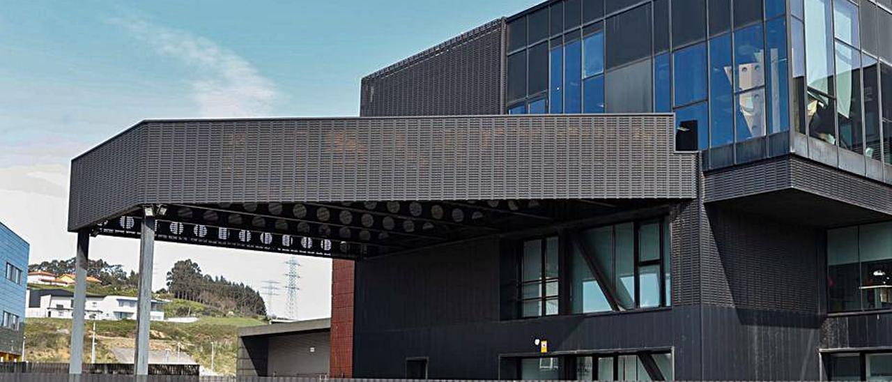 El edificio de la Fundación Metal que compra el Ayuntamiento, sede de uno de los centros de I+D de ArcelorMittal. | Mara Villamuza