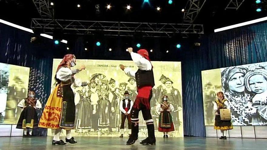 Actuación de Manteos y Monteras en Santiago de Compostela.