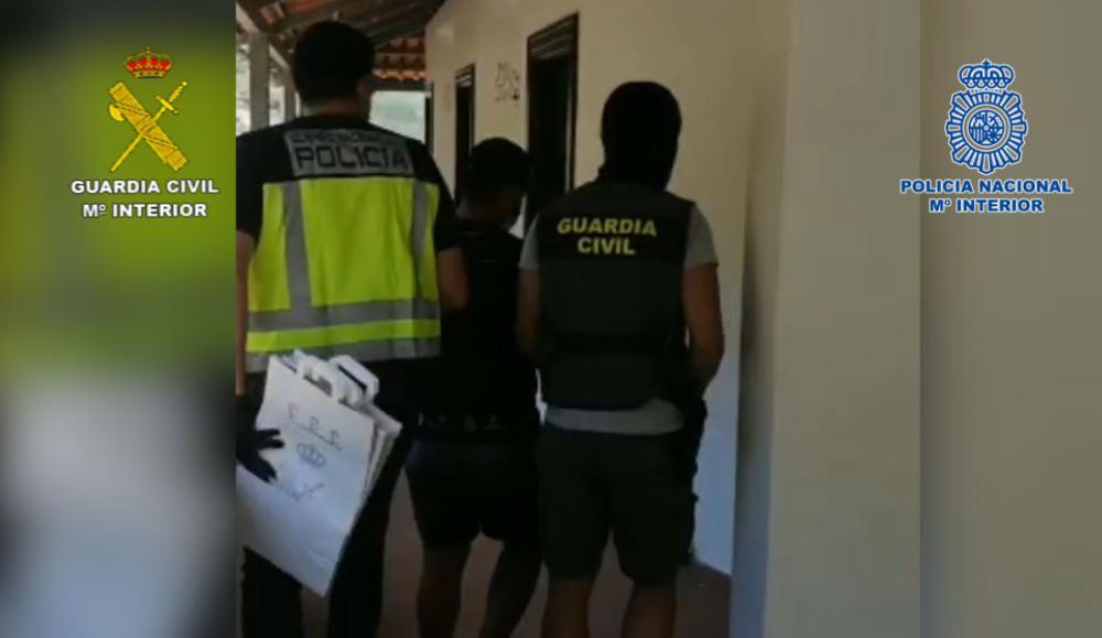 Desarticulada una red en Tenerife y La Palma especializada en introducir cocaína líquida desde Bolivia.