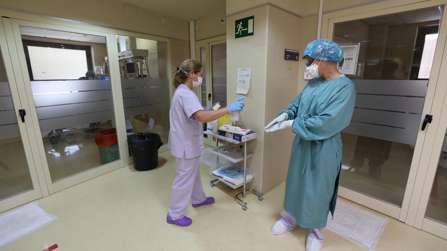 El covid supera ya los diez ingresos hospitalarios en Elche con tres enfermos en la UCI