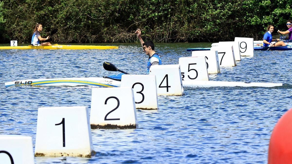 Una competición celebrada en el embalse de Trasona.