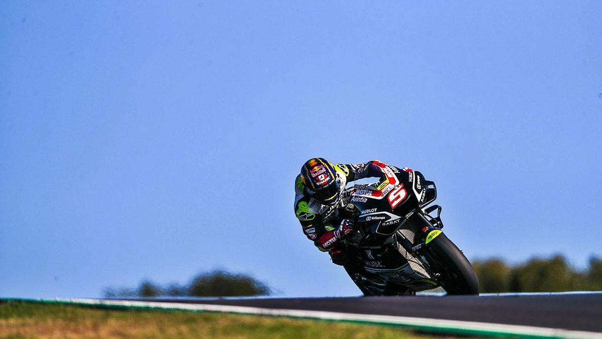 El piloto francés Johann Zarco (Ducati), durante los entrenamientos libres de ayer en el Aeródromo Internacional do Algarve.  | EFE/JOSÉ SENA GOULAO