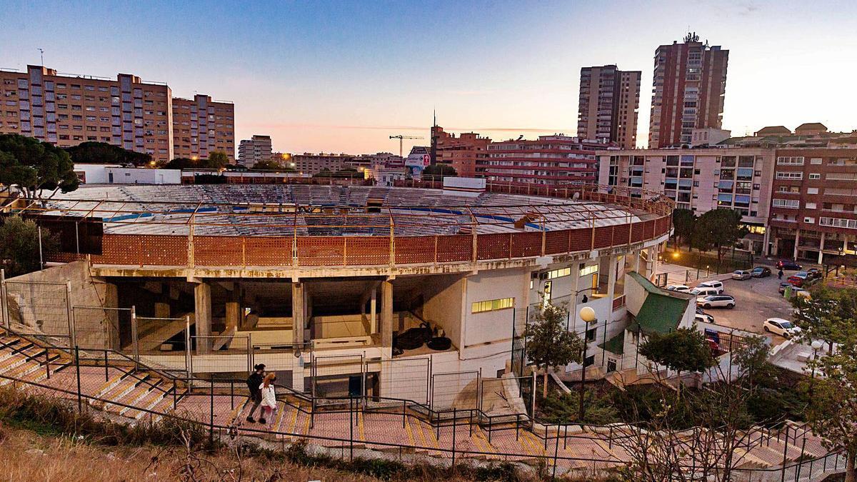 La plaza de toros de Benidorm que se reformará para darle nuevos usos como un centro para jóvenes. | DAVID REVENGA