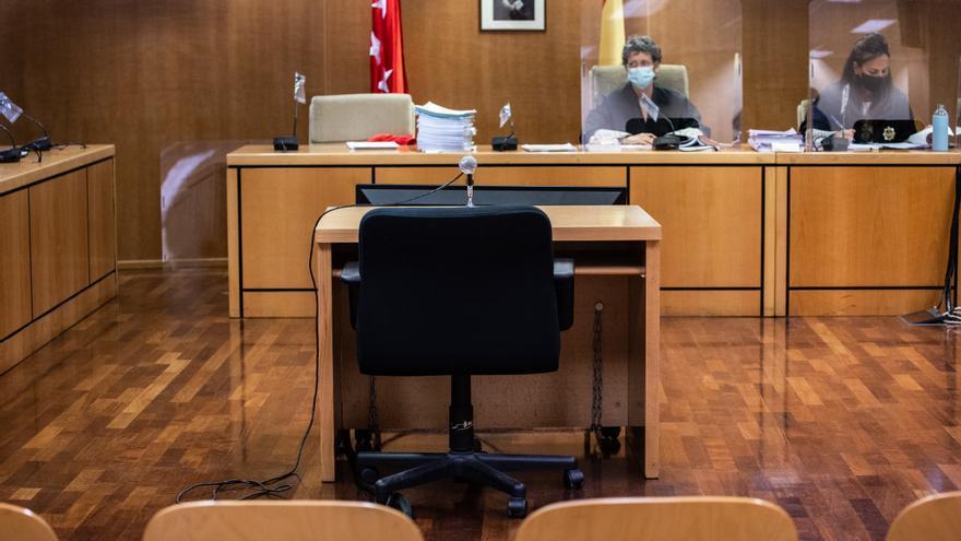 Un acusado alega en el juicio ser homosexual para negar haber insultado a una pareja de mujeres