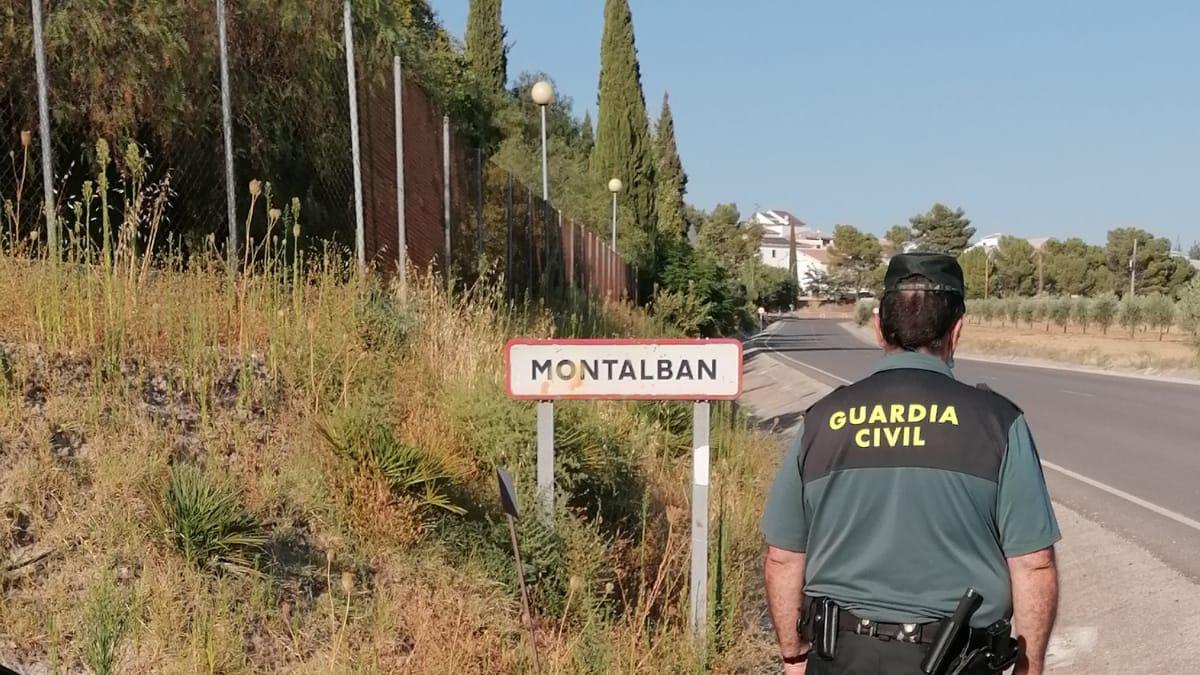 La Guardia Civil rescata a un hombre y su hijo en un incendio en Montalbán