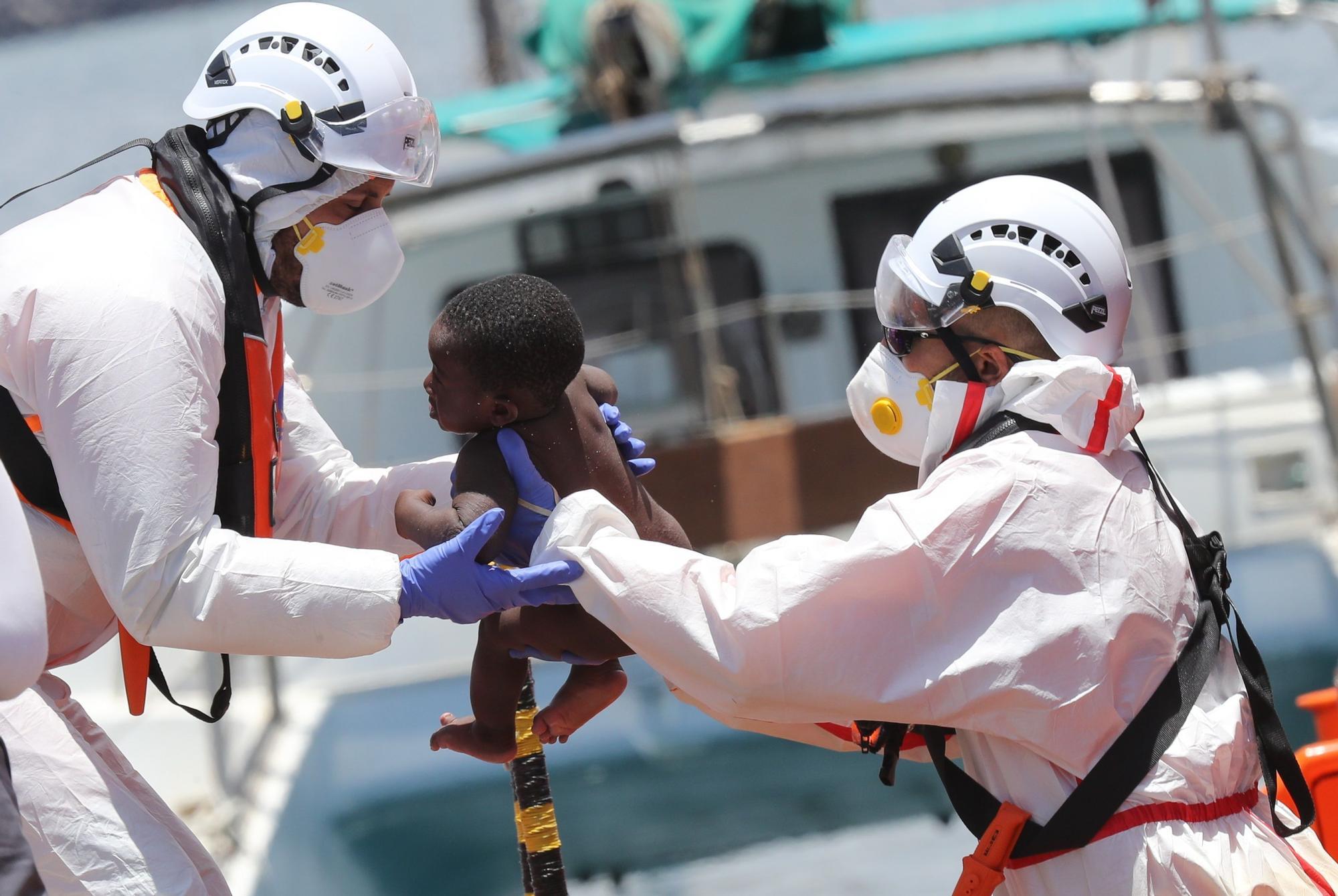 Rescatan a 45 subsaharianos, de ellos 8 niños, al sur de Gran Canaria