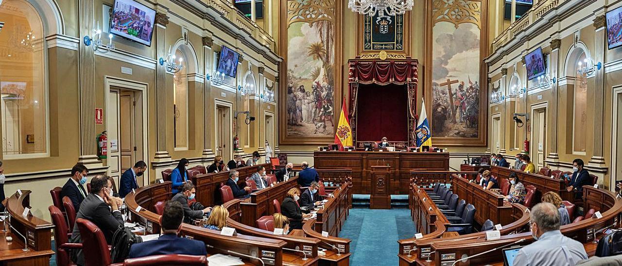 Panorámica del Salón de Plenos del Parlamento de Canarias.    