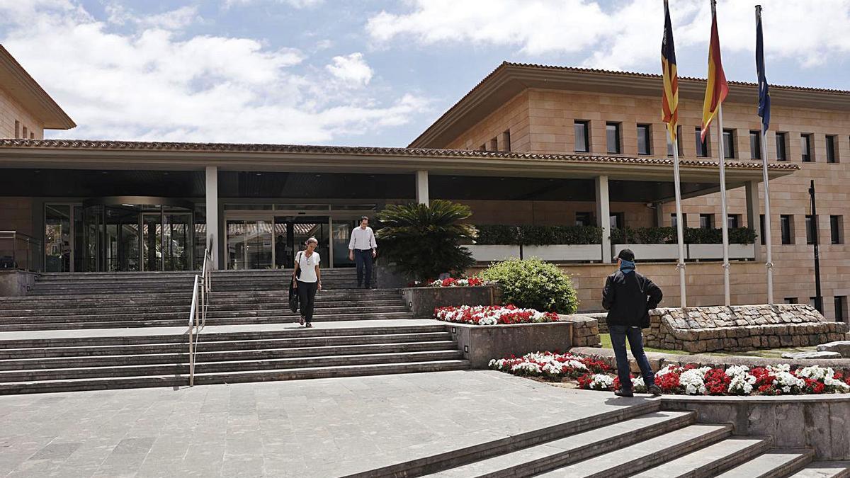 Fachada principal del ayuntamiento de Calvià.