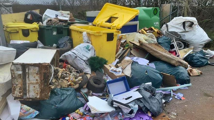 Rodeiro denuncia un nuevo vertido de residuos en el punto limpio