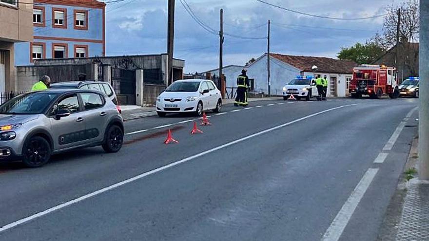 Herida leve una conductora en una salida de vía en Lalín de Arriba