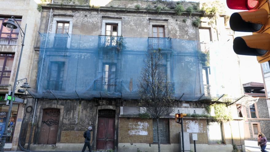 El Natahoyo alerta del riesgo de derrumbe de dos edificios antiguos