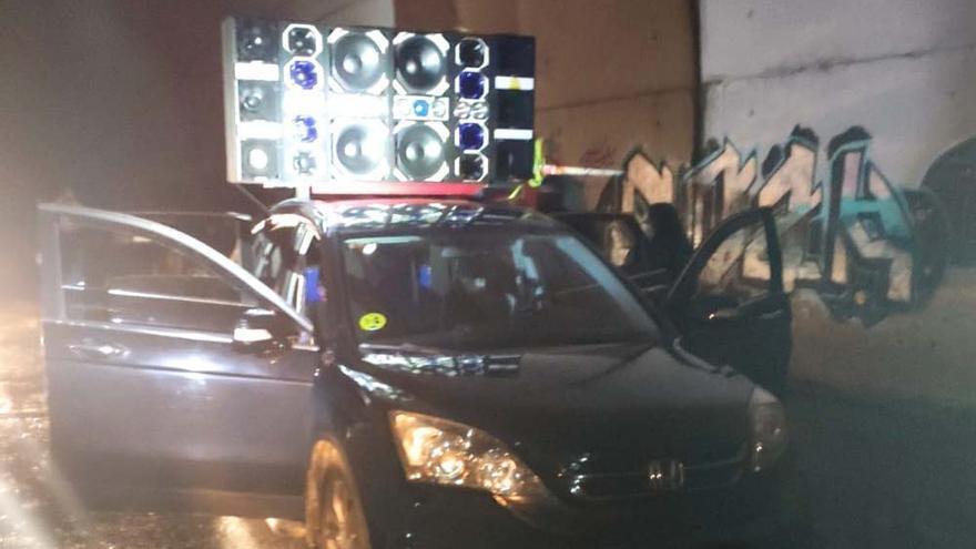 20 denunciados en A Coruña por una fiesta nocturna con música en la calle