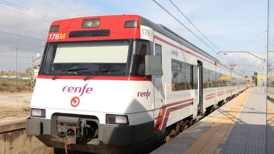 """Renfe cancela 11 trenes de cercanías en un """"lunes catastrófico"""""""