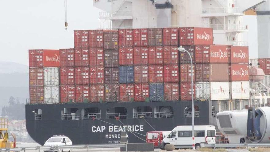 Dos detenidos por intentar introducir 60 kilos de cocaína por el puerto de Marín