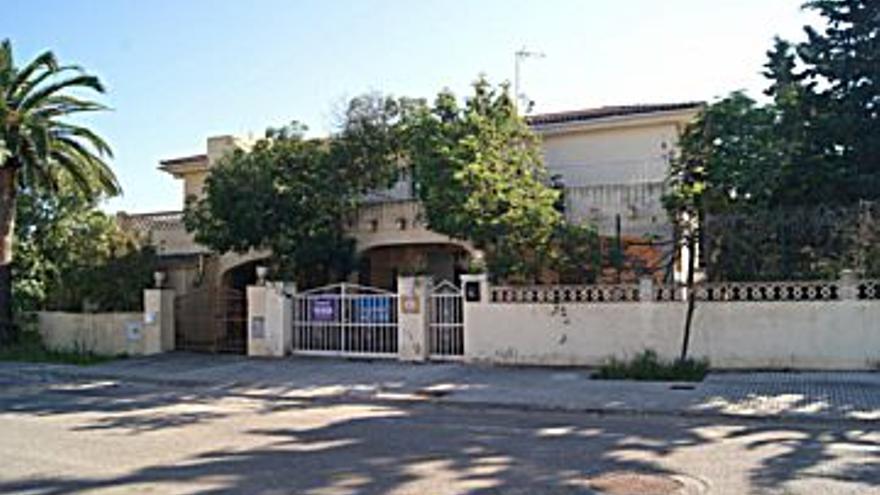 187.500 € Venta de casa en Sa Coma (Sant Llorenç des Cardassar) 258 m2, 6 habitaciones, 2 baños, 727 €/m2...