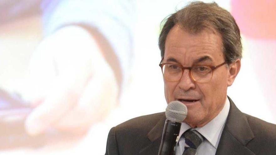 La Fiscalía se inclina por que Artur Mas pueda cobrar como expresidente