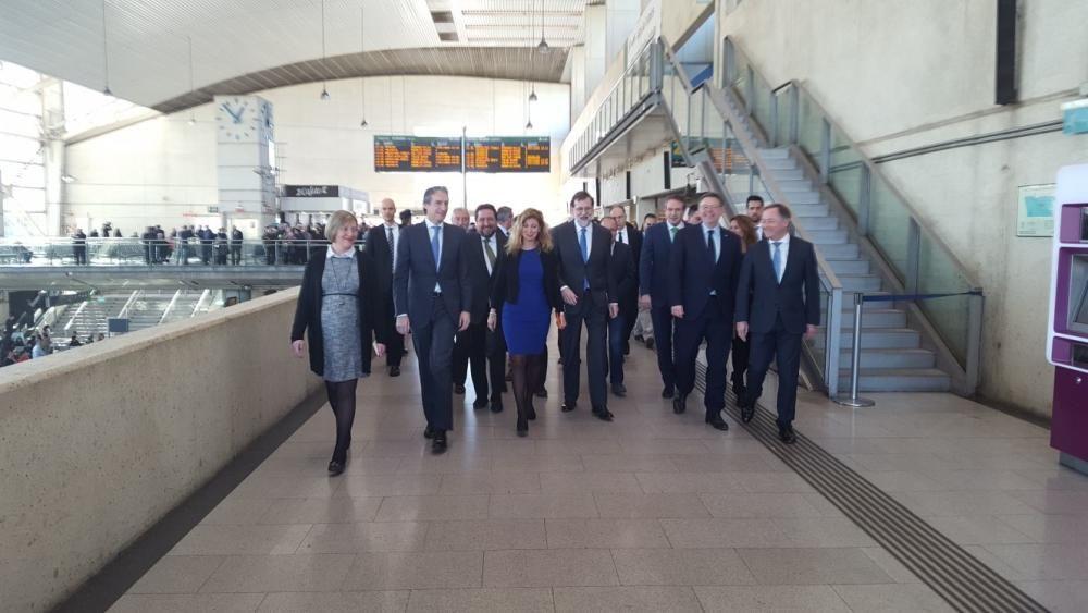 Llegada a Castelló de la comitiva de autoridades a bordo del nuevo AVE que enlaza la capital de La Plana con Madrid.
