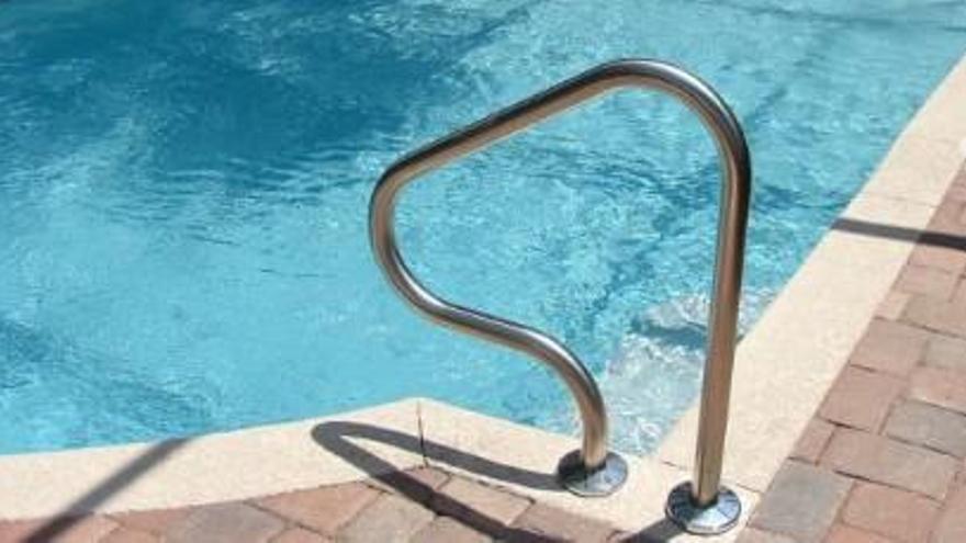 Hisenda «pesca» 1.500 piscines il·legals en 77 pobles de Girona