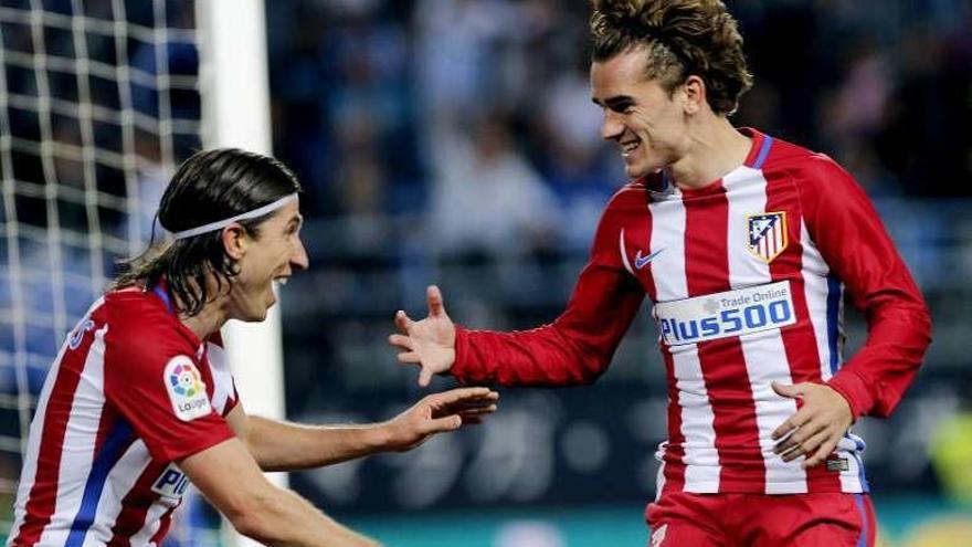 El Atlético mete presión al Sevilla ganando en Málaga