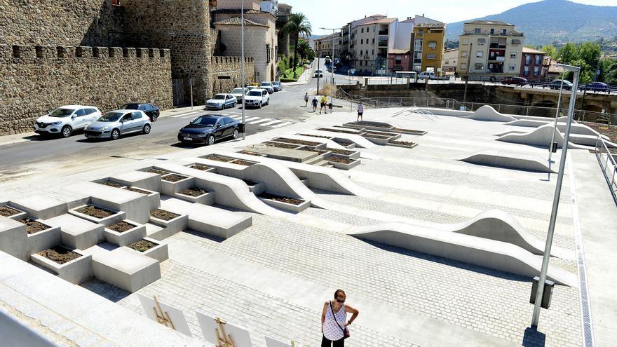 Plasencia suma 120 plazas y ya cuenta con casi 1.500 aparcamientos gratuitos en el centro urbano
