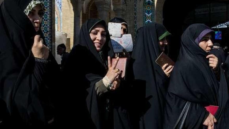 Irán vota en unas legislativas que auguran un giro a posiciones más conservadoras