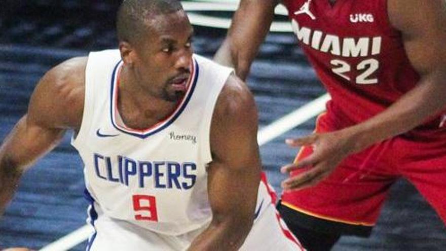 Los Clippers ganan a Miami sin Leonard ni George