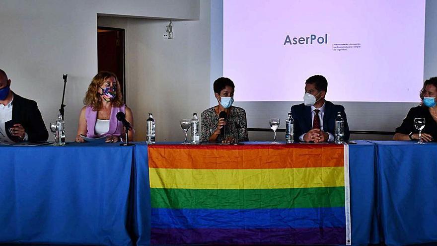Los agentes se forman para detectar delitos de odio contra personas LGTBI