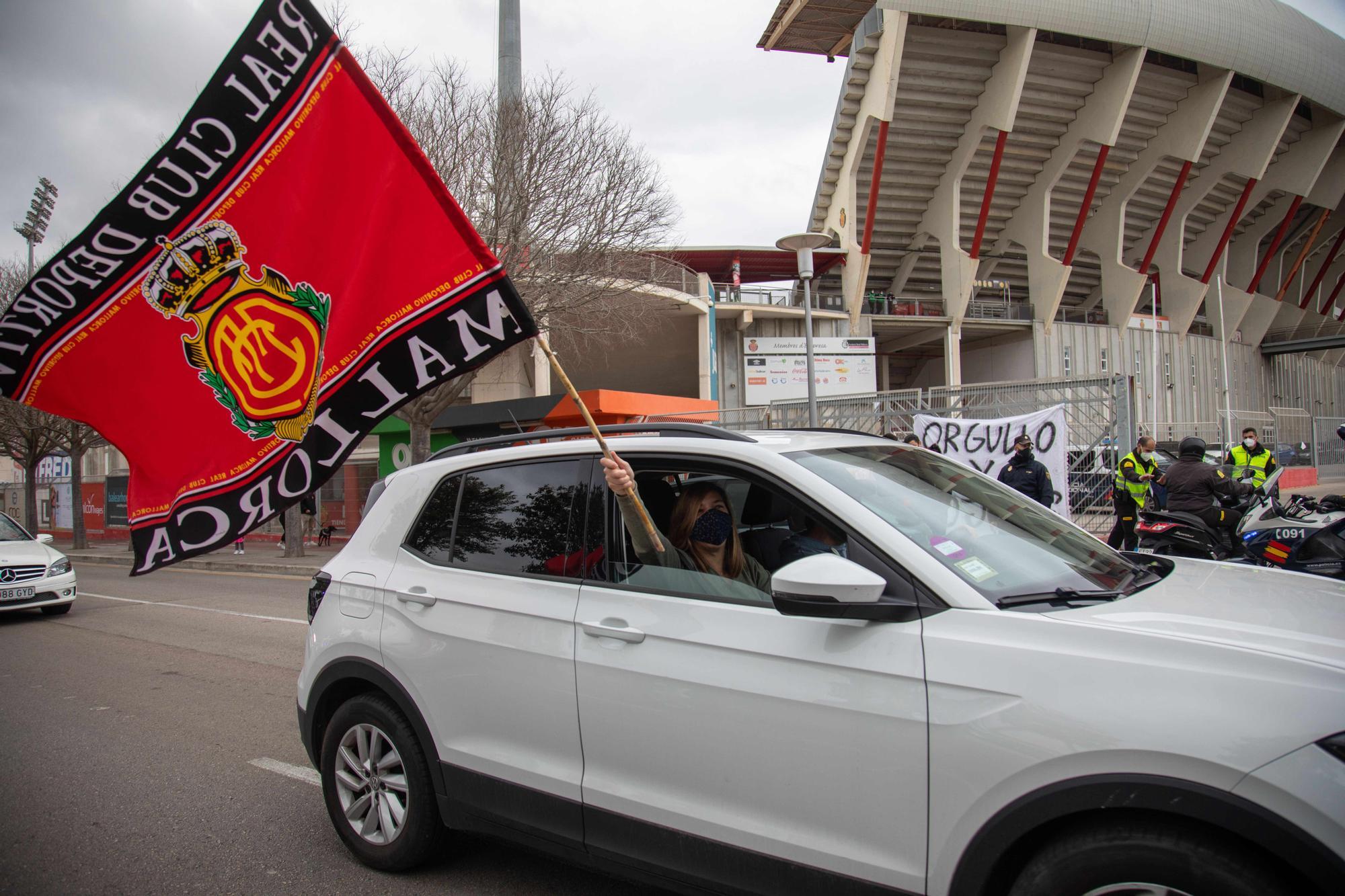 Caravana de coches en apoyo al Mallorca